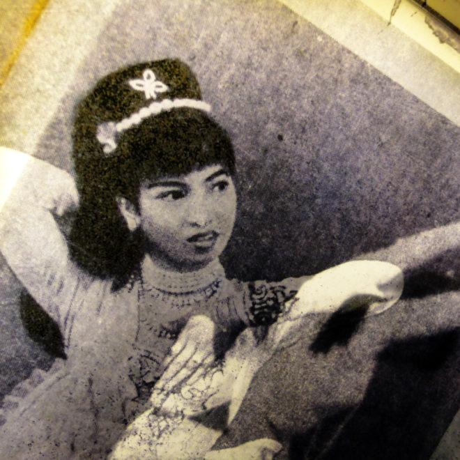 Classical Burmese Dance Lesson - 11x9 Led Lightbox by Mini-Cinema (Detail 1)